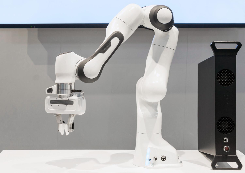 Image Robotic arms: Franka Emica